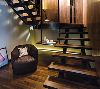 A Loft That Plays With Materials and Light